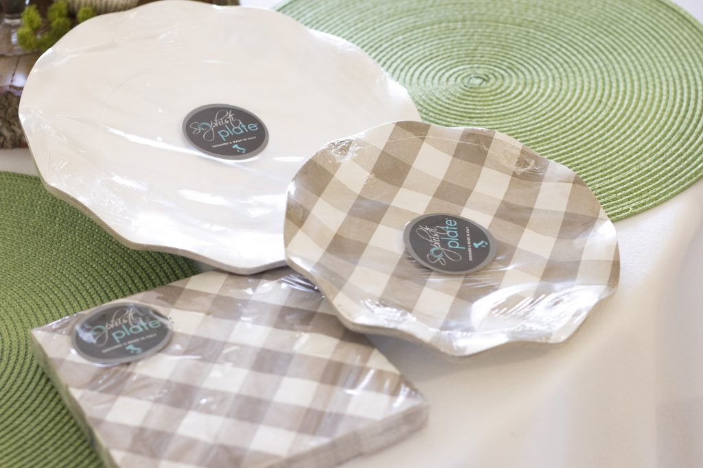 Paper plates and napkins for Easter table, kid-friendly paper napkins and plates for Easter