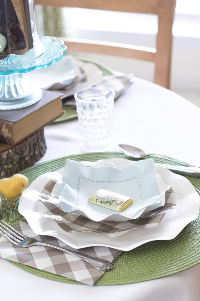 Table setting with linen and a chocolate, Easter Tablescape, Easy Easter Tablesettings
