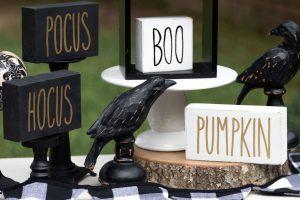 Halloween Signs Rae Dunn Inspired DIY #raedunn #kippiathome #chalkpaint #halloween