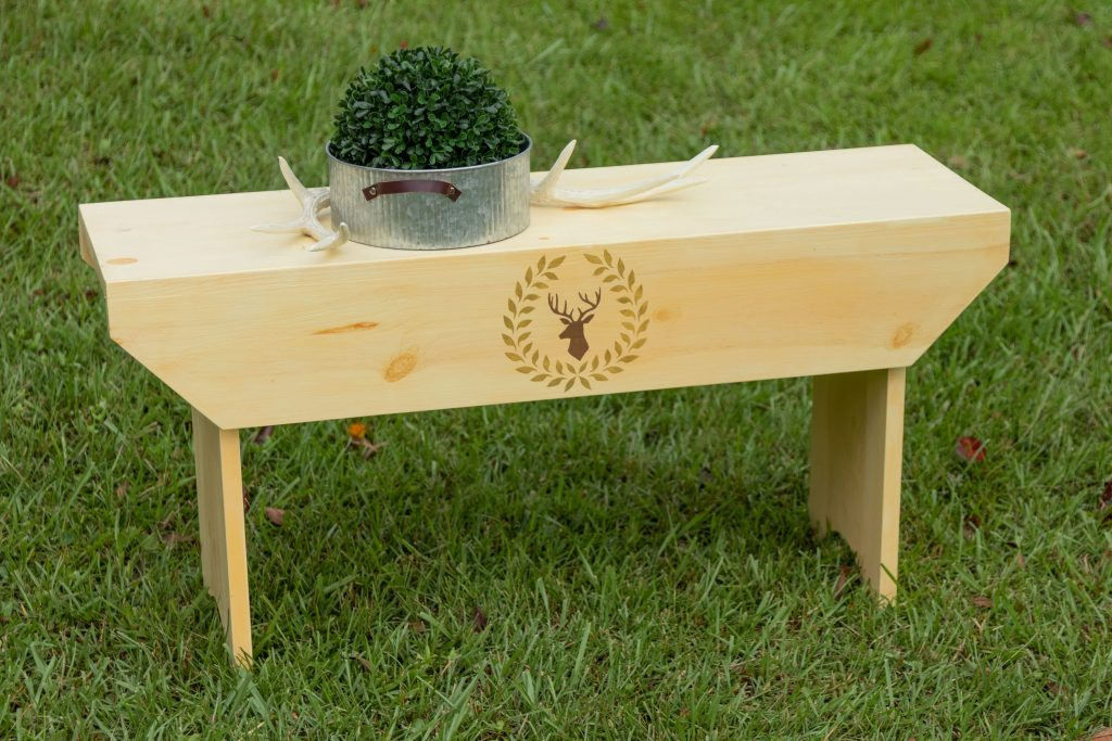 One-Board-Bench with deer and wreath stencil