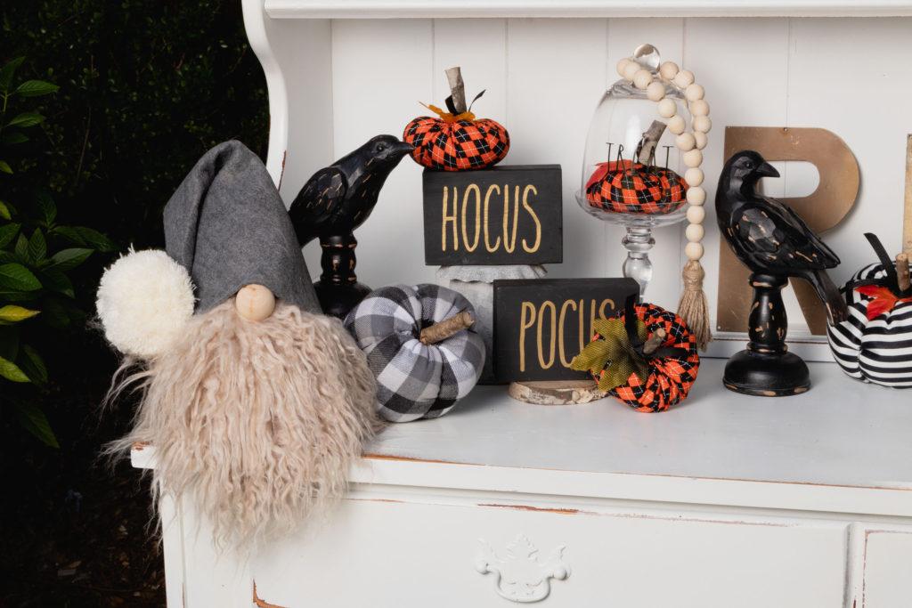 Halloween Hutch Vignette
