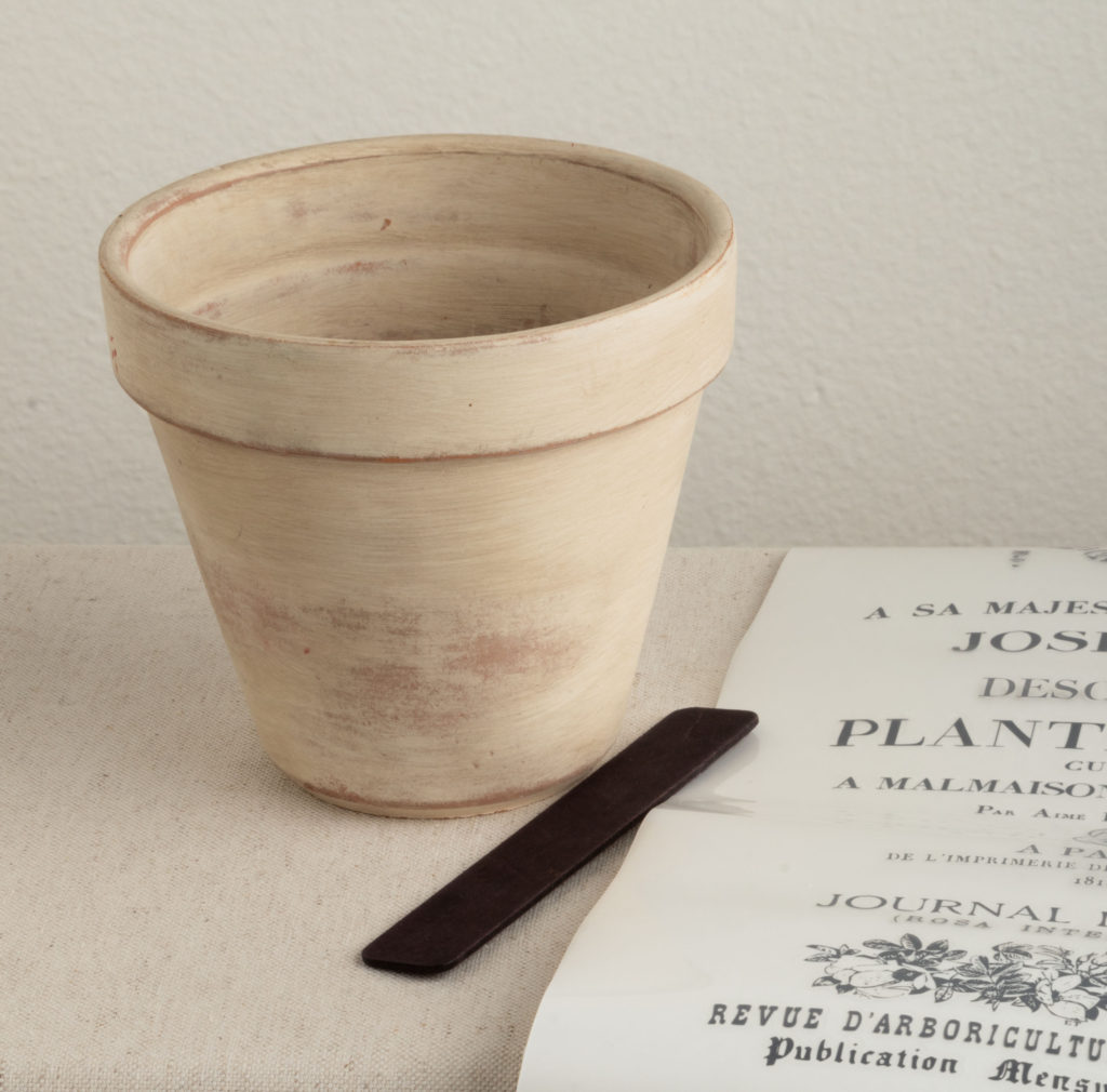Clay pot with rubbing tool and easy transfer