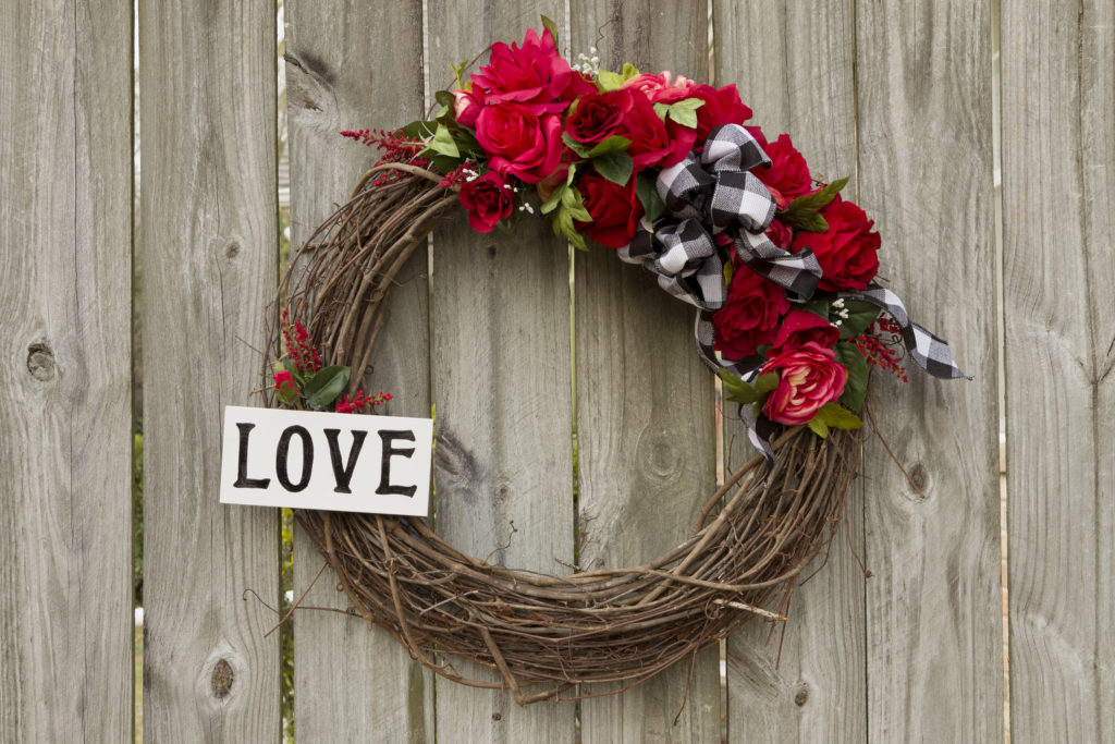 Valentine's Wreath DIY, make a beautiful wreath, how to video included, handpainted sign, bow #valentine #blackandwhite #love #signs #kippiathome
