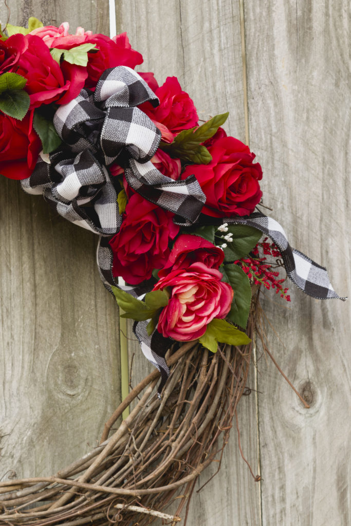 Buffalo Check Bow, Valentine's Wreath DIY, How-to Make LOVE sign #signs #love #valentine #wreath #buffalocheck #bow #kippiathome