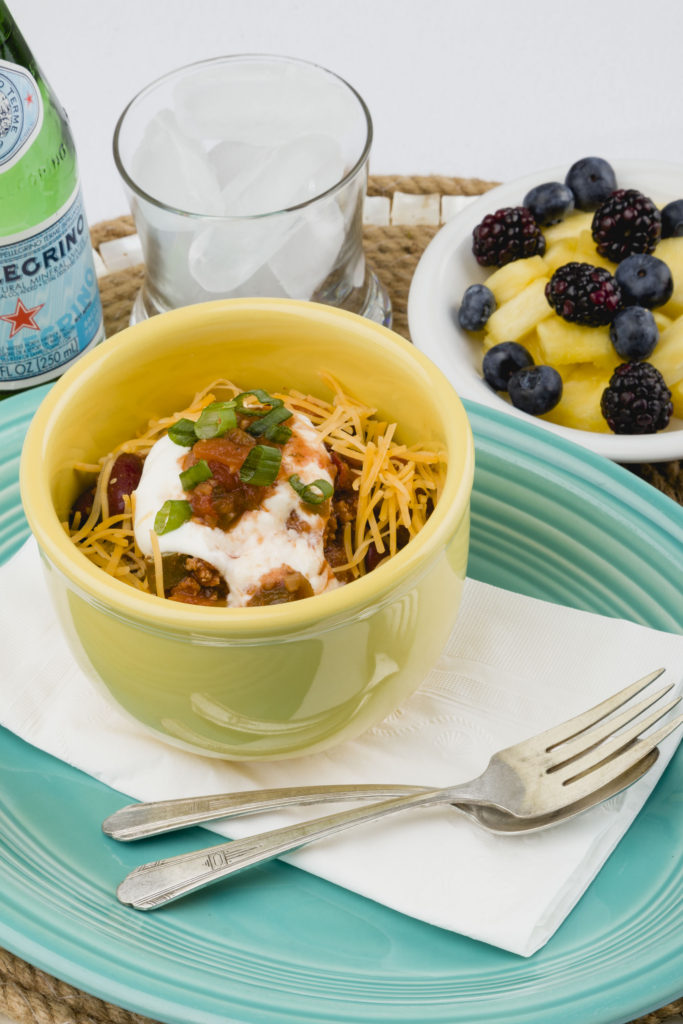 Healthy Chili and fresh fruit, recipes for make aheal meals #chili #makeaheadmeals #kippiathome
