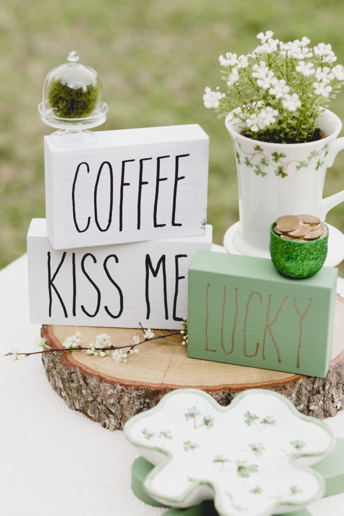 Coffee, Kiss Me and Lucky signs, sign DIY