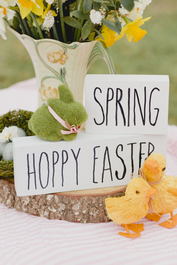 Spring Sign Vignette, Easy Sign DIY