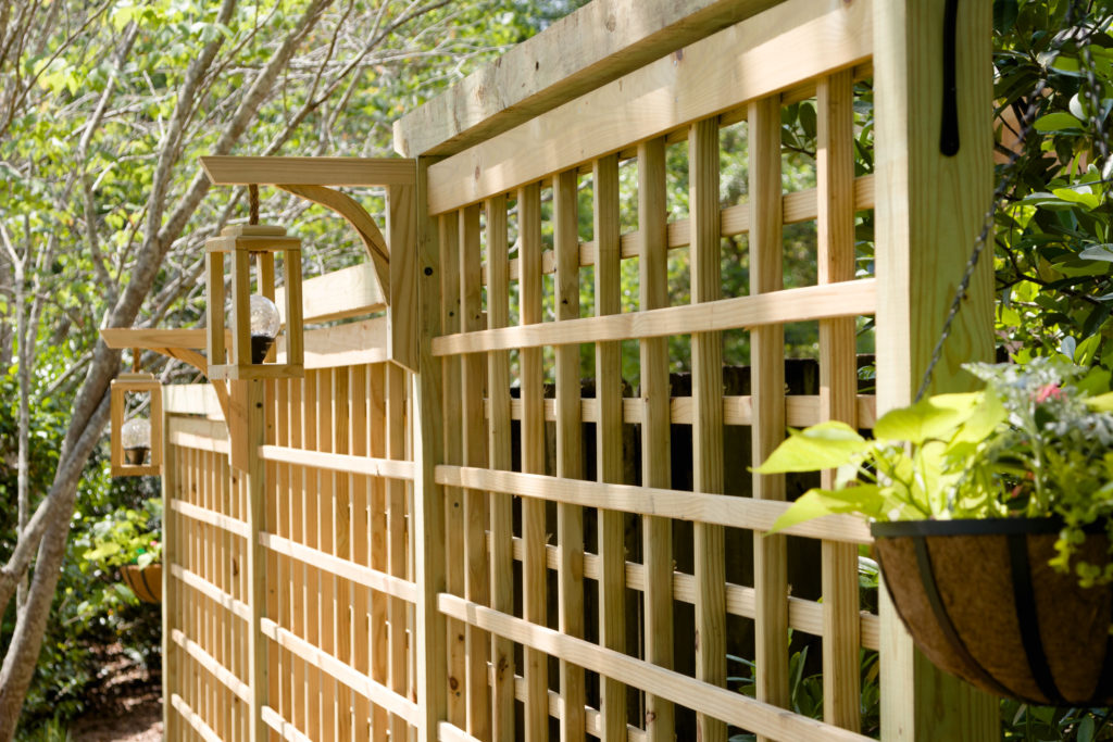 Garden trellis with lanterns, privacy screen