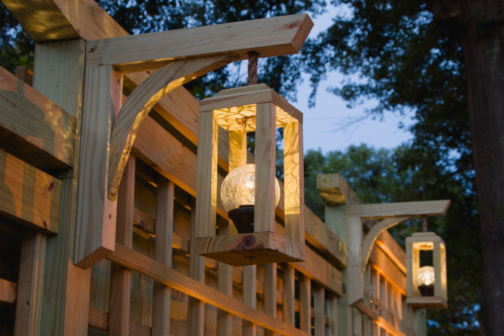 Lanterns, garden screen trellis