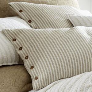 Button pillow sham, linen decorative sham