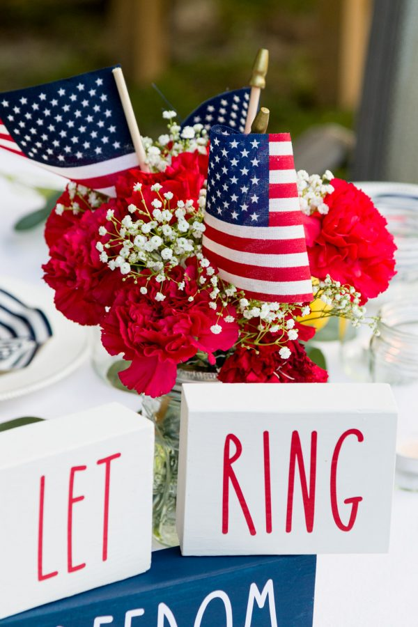 Block signs 4th of July centerpiece