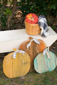 Rustic Farmhouse Pallet Pumpkins