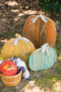 Farmhouse rustic pallet pumpkins for fall