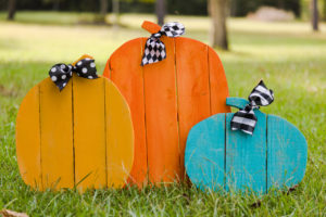 DIY Home and Garden Halloween rustic pallet pumpkins