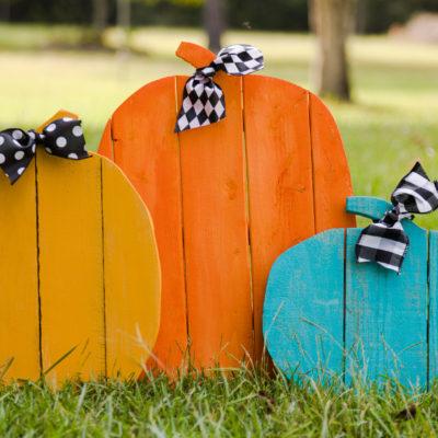 Rustic Pallet Pumpkins DIY
