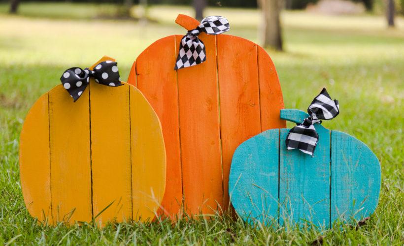 Halloween rustic pallet pumpkins