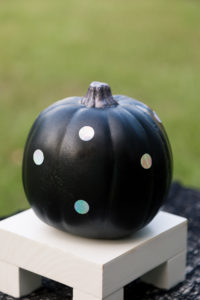 Holographic dot pumpkin