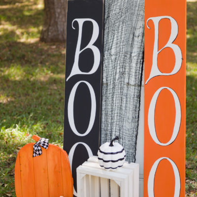 Halloween signs and pumpkins