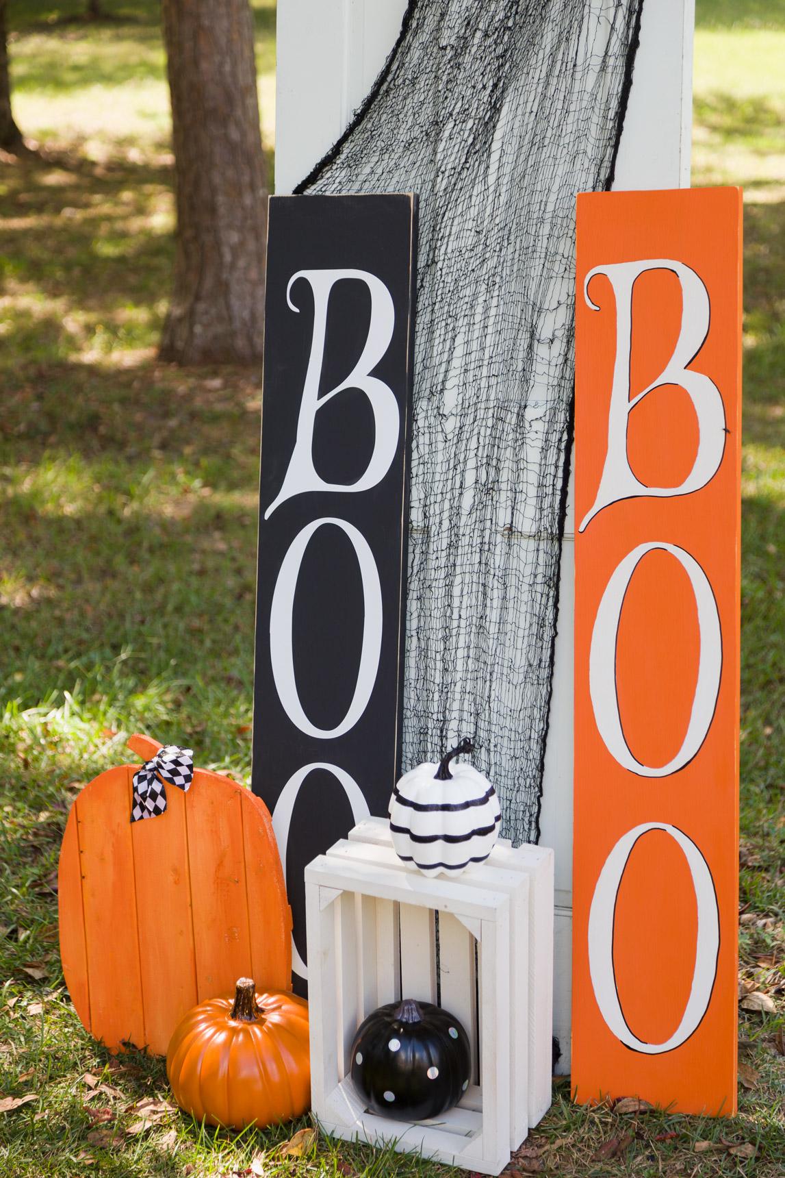 Halloween signs and pumpkins