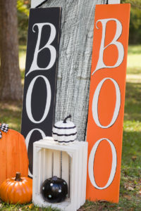 DIY Halloween Porch signs Boo and pumpkins