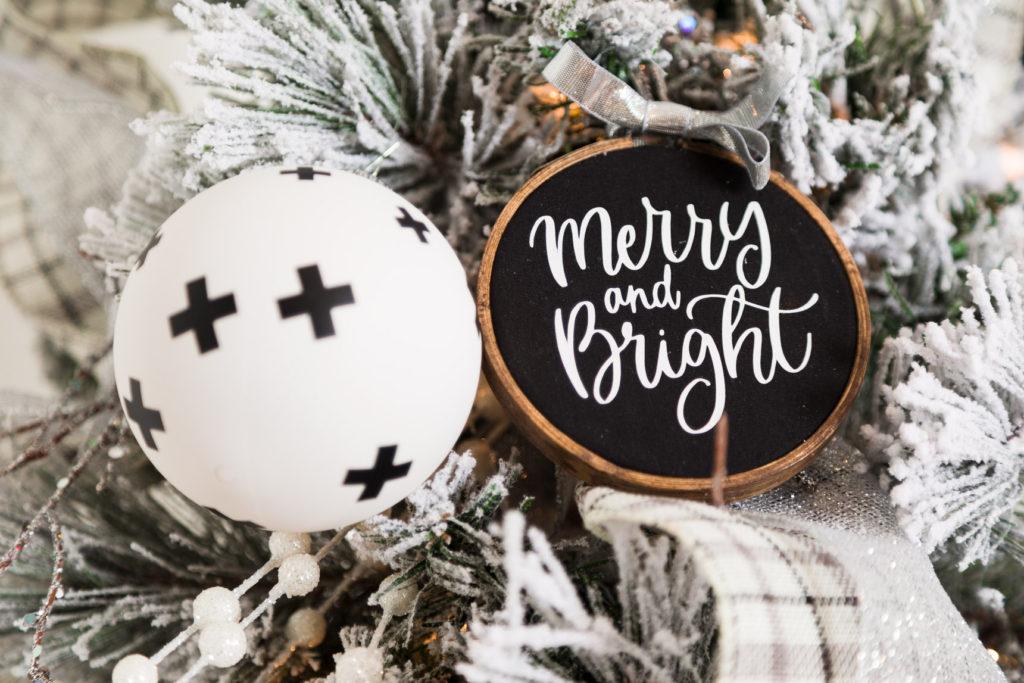 DIY Christmas ornaments. DIY embroidery hoop Christmas ornaments