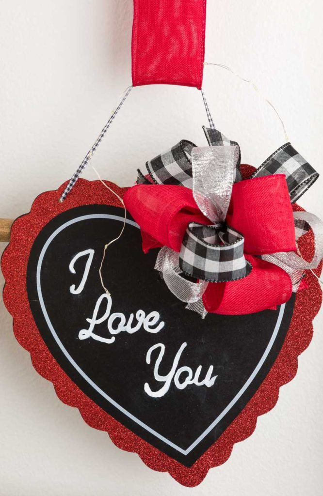 Valentine Hear Door Hanger with Bow
