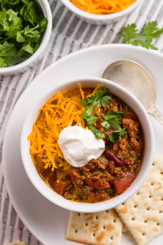 Slow cooker chili with crackers