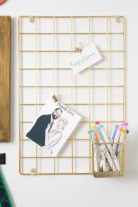 Wire bulletin board