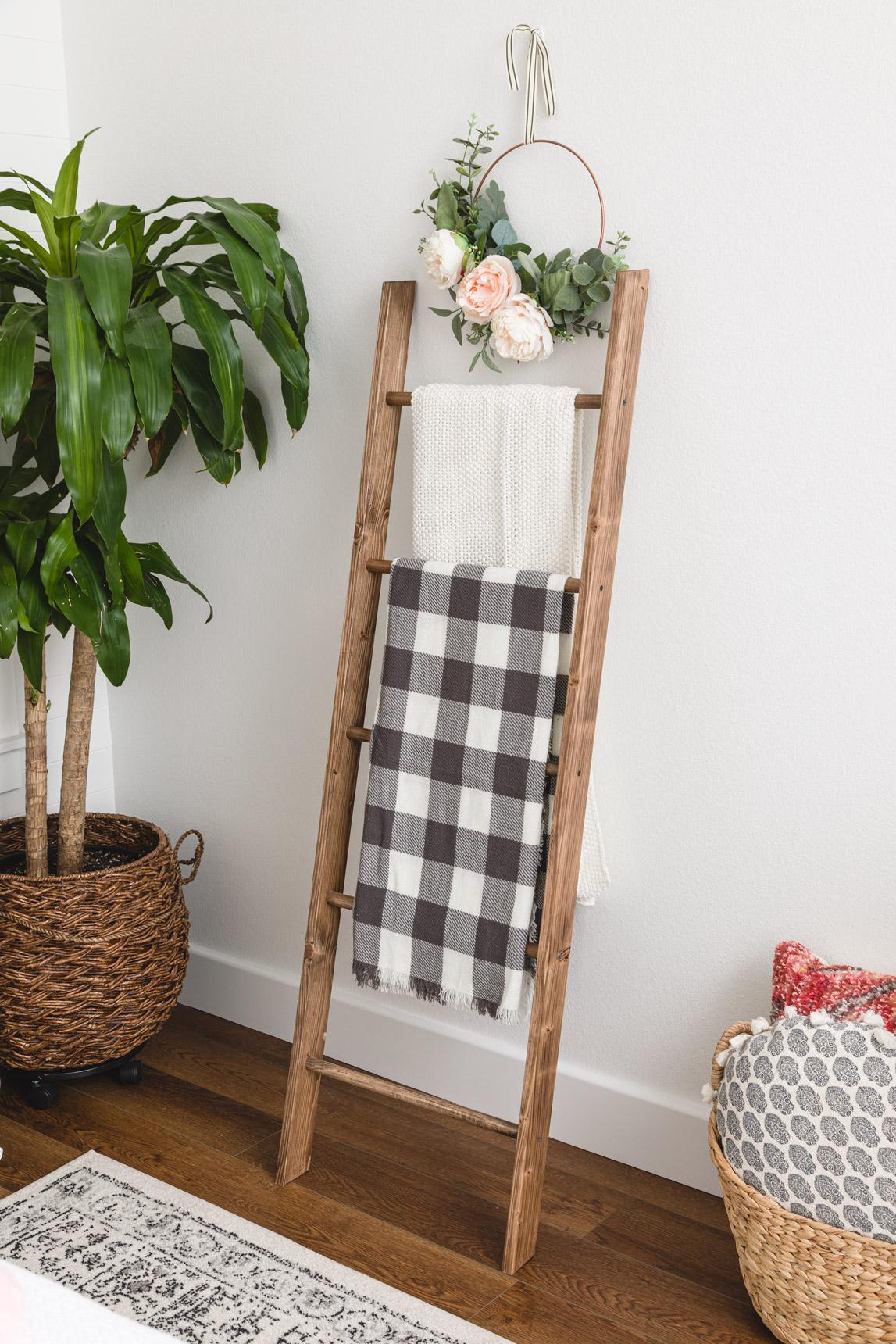 Diy Blanket Ladder How To Build A Wooden Blanket Ladder Quilt Ladder
