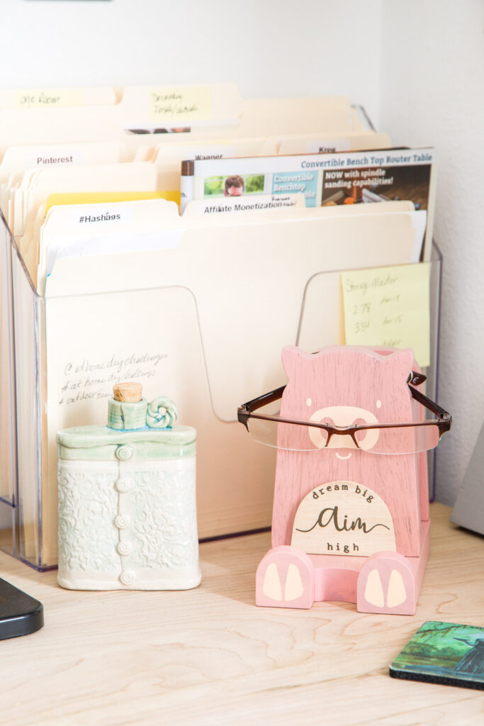 File holders and eyeglass keeper