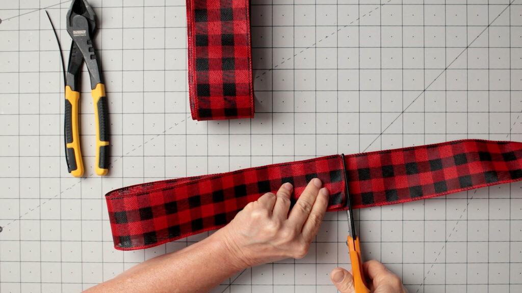 Cut ribbon for bow streamer