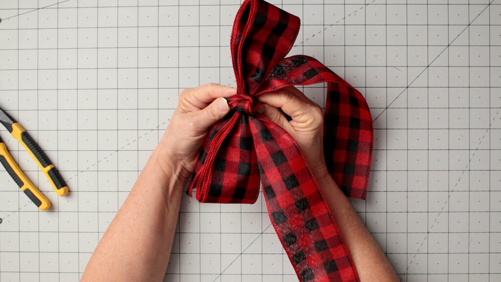 Add a ribbon bow knot around the center