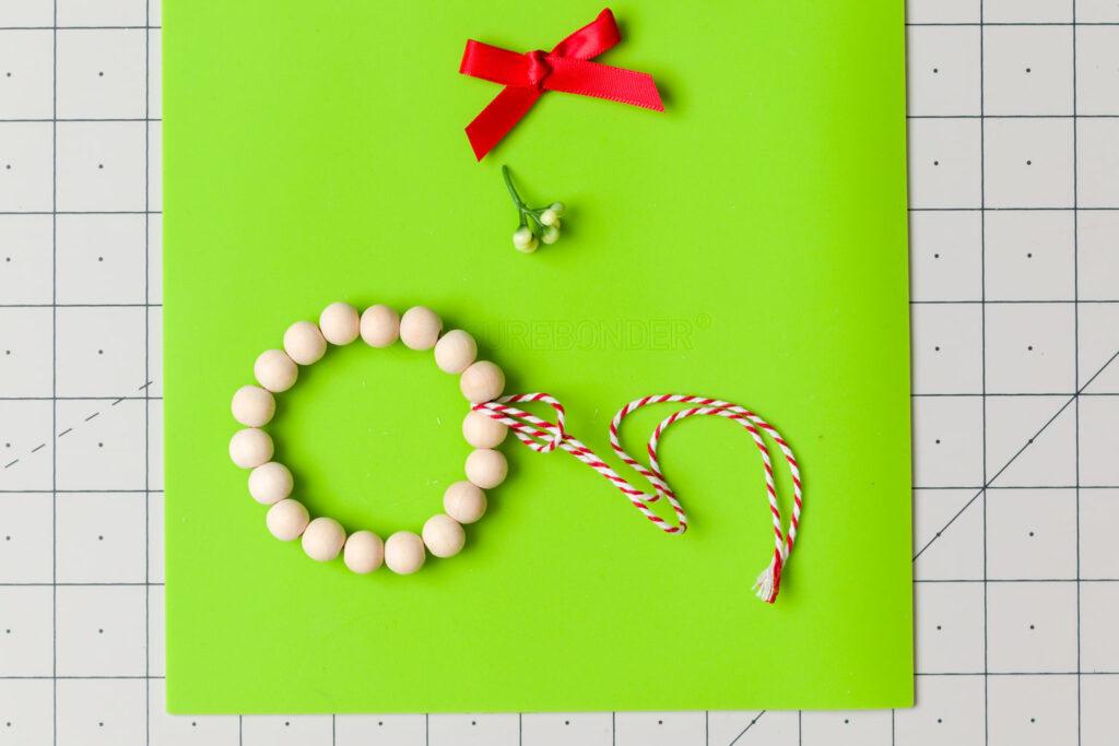 Loop Bakers twine around the wreath between the beads
