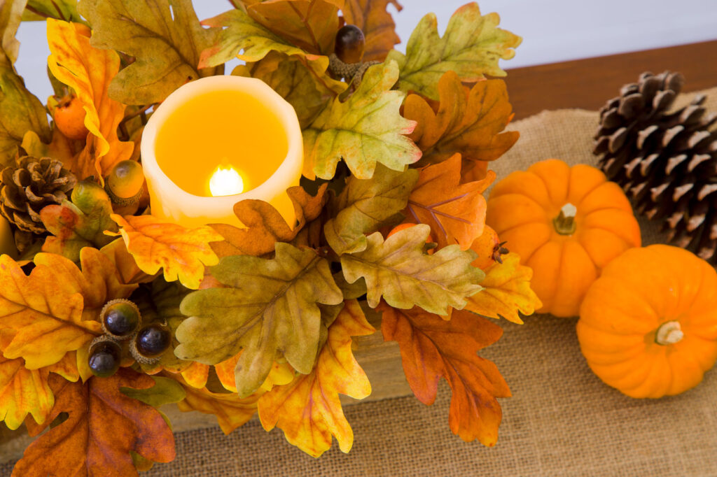 DIY Thanksgiving table decorations and Burlap Table Runner