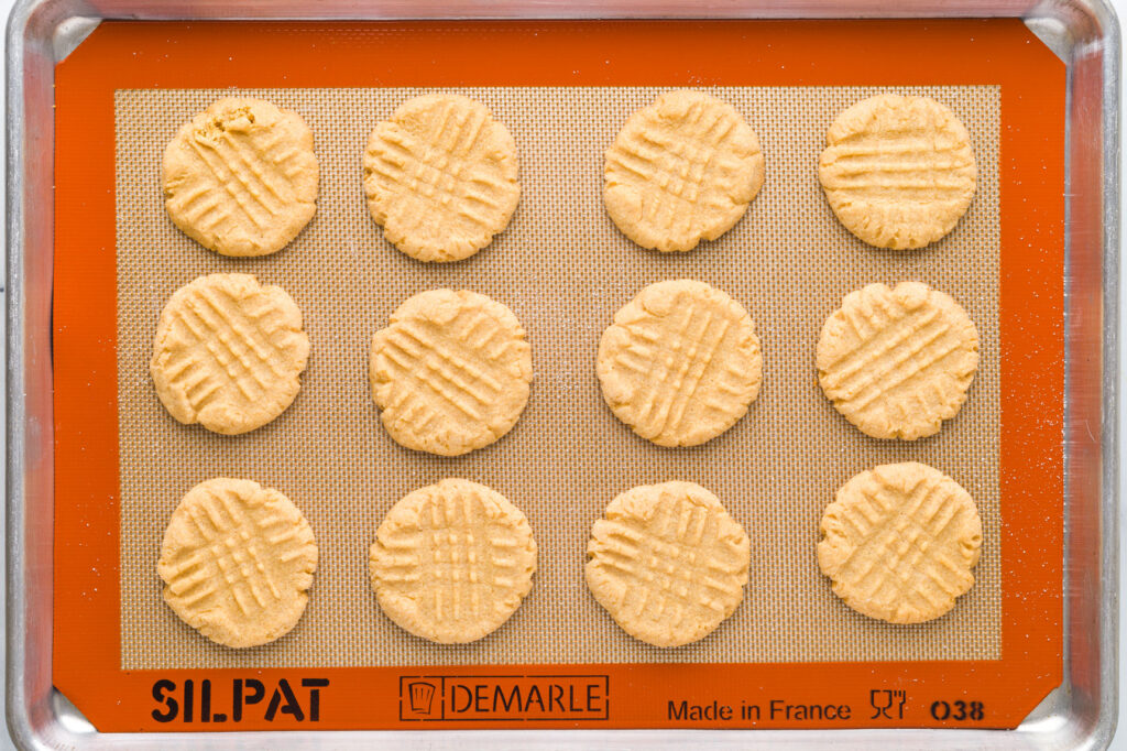Baked peanut cookies