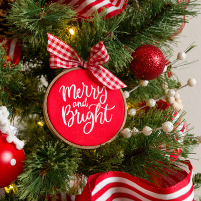 DIY Embroidery Hoop Ornaments with vinyl decals