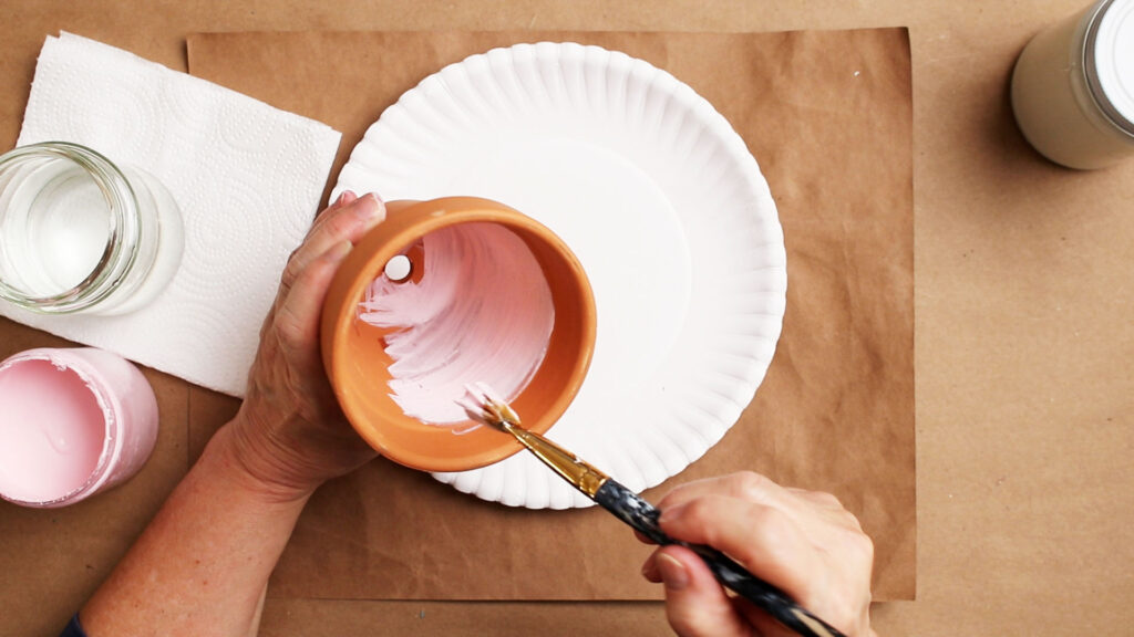 Painting the inside of the flowerpot