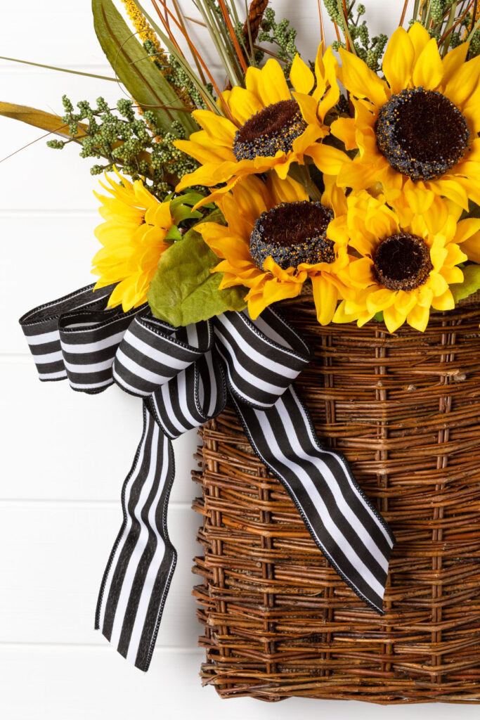 The flower basket with bow