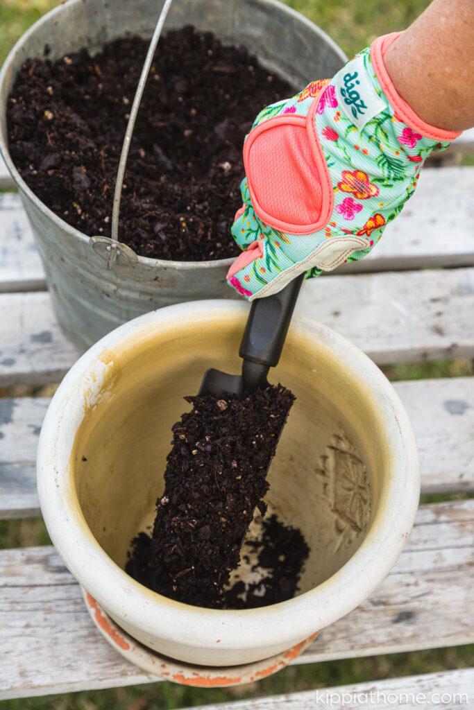 Flowerpot with planting medium