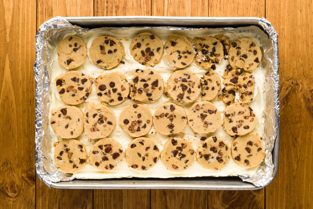 Cover the top of the cheesecake with cookie dough
