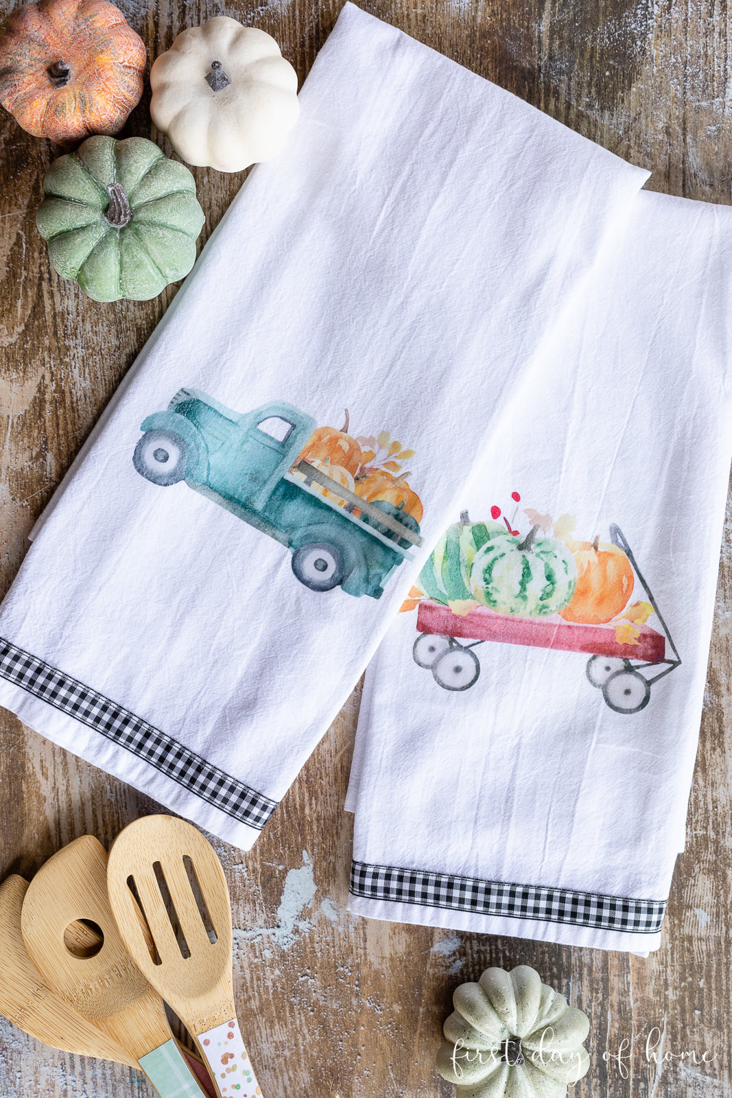 Tea towels with truck and pumpkin and a wagon with pumpkins